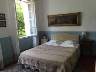 Chambre Bleue:  de style  par La Bastide du Bosquet
