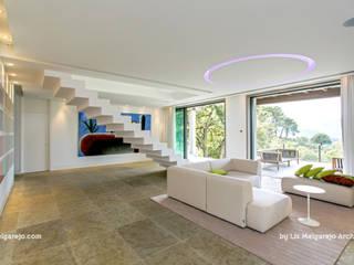 Zagaleta G31 Pasillos, vestíbulos y escaleras de estilo moderno de Lis Melgarejo Arquitectura Moderno