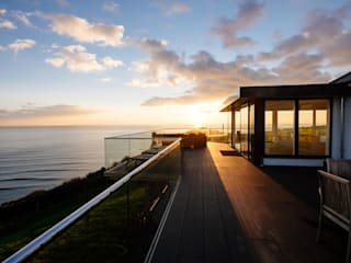Overcombe, Bigbury-on-Sea | Devon Perfect Stays Balcones y terrazas modernos: Ideas, imágenes y decoración
