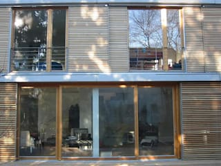 VIVIENDA EN MEMELER STRASSE. ARQUITECTURA SOSTENIBLE PASSIV HAUS: Casas de estilo  de Energiehaus