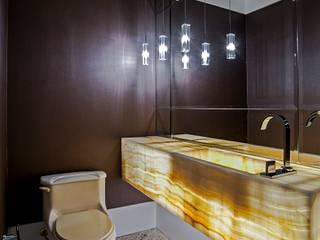 Classic style bathroom by Studio Boscardin.Corsi Arquitetura Classic