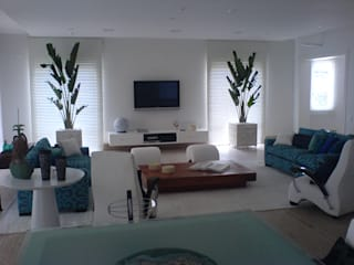Azul da cor do mar: Salas de estar  por Luciani e Associados Arquitetura,Moderno