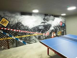 Pimodek Mimari Tasarım - Uygulama – Duvarda Graffiti Çalışması ve Masa Tenisi Bölümü:  tarz Garaj / Hangar