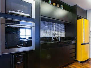 Kitchen by MC3 Arquitetura . Paisagismo . Interiores