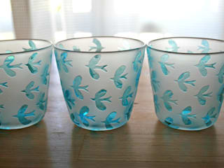 鳥模様のグラス: Glass studio nanahoshiが手掛けた折衷的なです。,オリジナル
