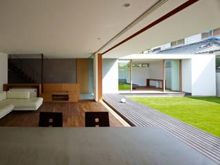 小野里信建築アトリエ Salas de estilo moderno