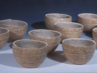 テーブルの上の優しい器: ceramica yyttが手掛けたです。