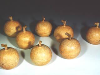 テーブルの上のりんご-1: ceramica yyttが手掛けたです。