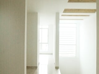: Pasillos y vestíbulos de estilo  por Oficina Suramericana De Arquitectura
