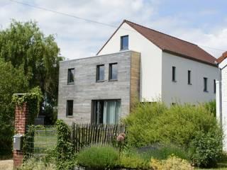 Transformation d'une habitation à Court-Saint-Etienne Maisons modernes par Bureau d'Architectes Desmedt Purnelle Moderne