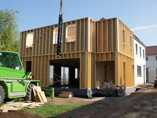 Transformation d'une habitation à Court-Saint-Etienne par Bureau d'Architectes Desmedt Purnelle Moderne