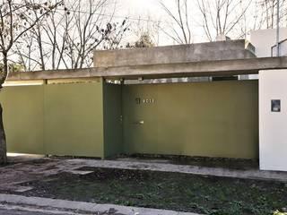 Casa Habiaga-Morel: Casas de estilo  por punto2