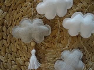 Guirlande de petits nuages par ATELIER POMPON Minimaliste