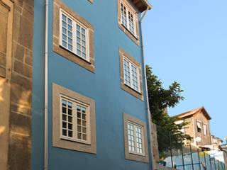 Reabilitação imóvel, Centro Histórico do Porto: Casas modernas por Sandra Couto arquitectura