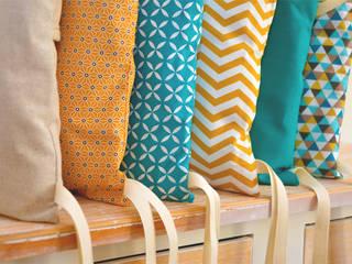 Tour de lit 6 coussins déhoussables, jaune moutarde et bleu canard:  de style  par Ma cocotte
