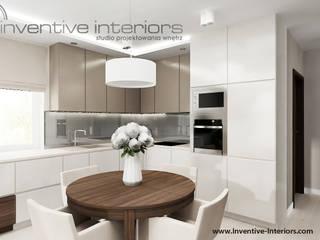 Inventive Interiors - Projekt mieszkania w beżach: styl , w kategorii Kuchnia zaprojektowany przez Inventive Interiors
