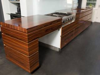 Keuken van Palissander: modern  door design.meubels van Paul, Modern