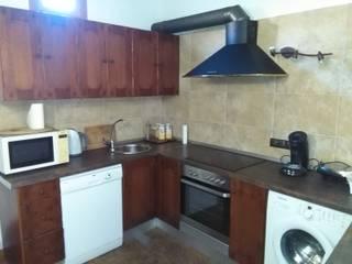 Apartamento en Palma de Mallorca , Cocina : Cocinas de estilo  de Balear de Reformas y Servicios Integrales 2012 S.L.