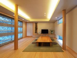 自然の息吹を感じる家 モダンデザインの リビング の 株式会社蔵持ハウジング モダン