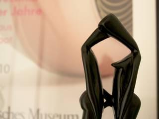 Estilismo de un rincón del vestidor:  de estilo  de Virginia Sánchez