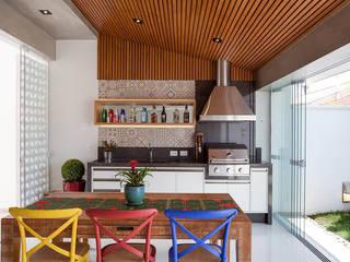 Projekty,  Kuchnia zaprojektowane przez Moran e Anders Arquitetura