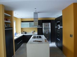 Kitchen by Estudio Sassi-Martinez Duarte,