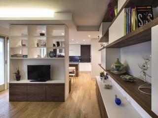Ristrutturazione Appartamento: Soggiorno in stile in stile Moderno di Elia Falaschi Photographer