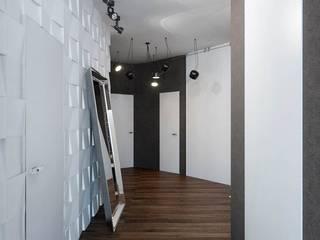 Corridor & hallway by Студия дизайна интерьера Маши Марченко