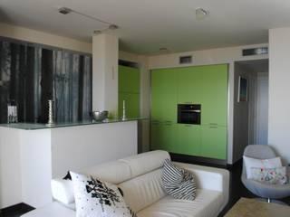 Reforma Apartamento Playa Salones de estilo moderno de Arquitecta interiores Ana Serrano Moderno