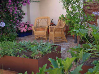 Huerto en el jardín: Jardines de estilo  de Irati Paisajismo