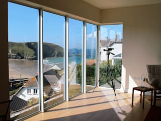 Main house view from upper storey Living Room corner window: modern Living room by Rovano Architecture & Design Ltd