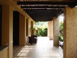 Pasillos, vestíbulos y escaleras de estilo rural de David Macias Arquitectura & Urbanismo Rural