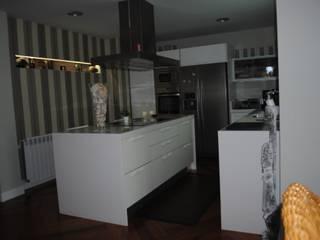 cocina Cocinas de estilo moderno de Arquitecta interiores Ana Serrano Moderno