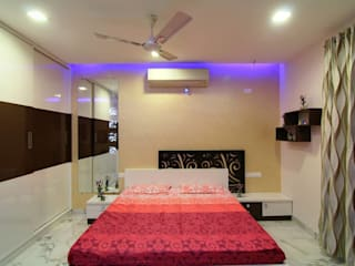 A TRIPLEX VILLA NEAR SUNCITY, HYDERABAD:  Bedroom by KREATIVE HOUSE