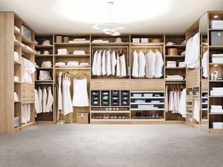 Begehbarer Kleiderschrank: moderne Ankleidezimmer von CABINET Schranksysteme AG