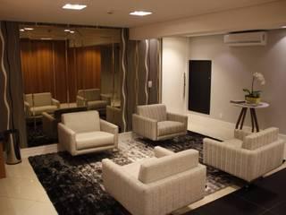 Pequeno Hotel Executivo: Hotéis  por Arquiteta Ive Oliveira