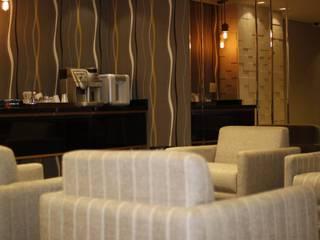 Pequeno Hotel Executivo Hotéis modernos por Arquiteta Ive Oliveira Moderno