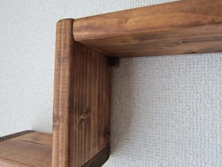 木の壁掛け飾り棚-A: 作房和樂(サボウワラク)が手掛けたです。