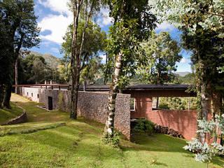 Casas de estilo rural de Enrico Benedetti Arquitetos Rural