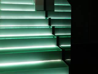 Minimalistische gangen, hallen & trappenhuizen van AZ Diseño Minimalistisch