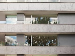 JV&ARQS Asociados Balcones y terrazas de estilo moderno