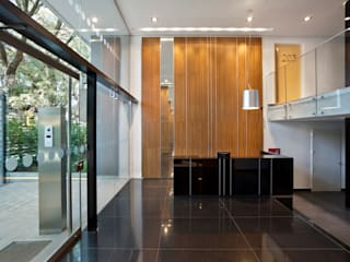 JV&ARQS Asociados Modern corridor, hallway & stairs