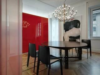Casa GR: Sala da pranzo in stile  di Buratti Architetti