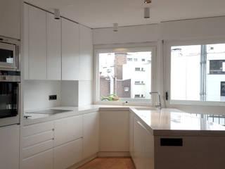 Apartment P 16 Cuisine minimaliste par Deux et un Minimaliste