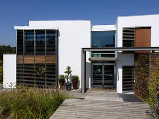 Artica by CSS Casas de estilo moderno