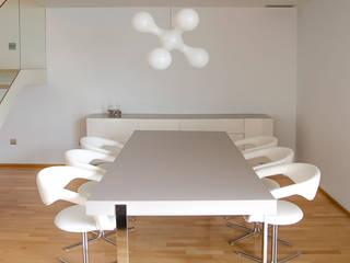 Scandinavian style dining room by XIMO ROCA DISEÑO Scandinavian