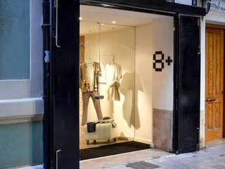 8+: Oficinas y Tiendas de estilo  de XIMO ROCA DISEÑO