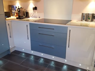 Blue & Cream Gloss Kitchen, Aberdare, South Wales by Hitchings & Thomas Ltd Сучасний