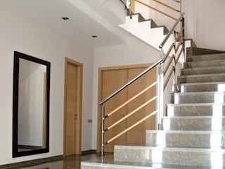 Modern corridor, hallway & stairs by XIMO ROCA DISEÑO Modern