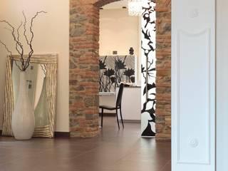 ingresso zona cucina: Ingresso & Corridoio in stile  di Michele volpi -studio interior design